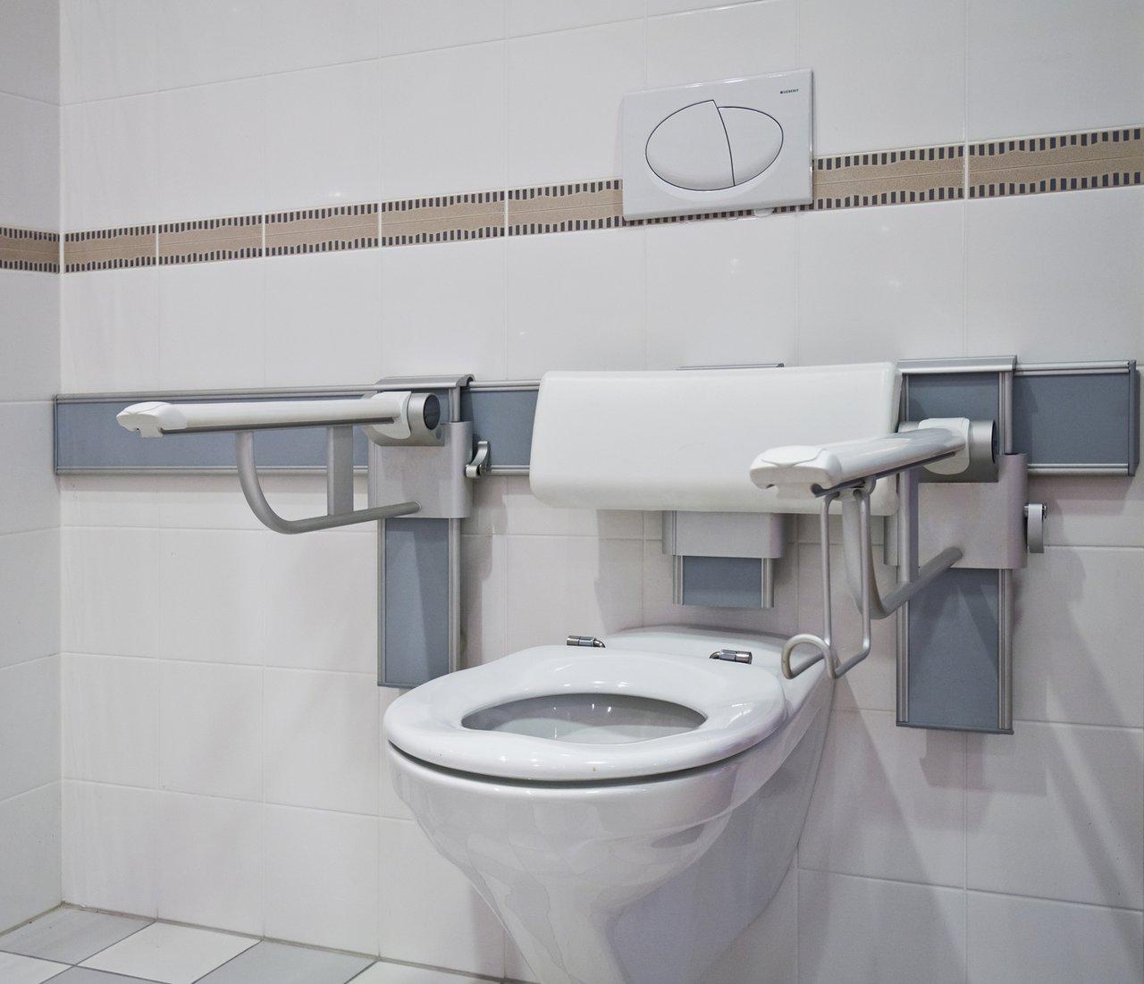 Ebenerdige Duschen Sind Ein Wichtiger Aspekt Barrierefreier Bäder.  Fotolia.com/modul_a